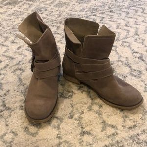 Ecote Ankle Booties